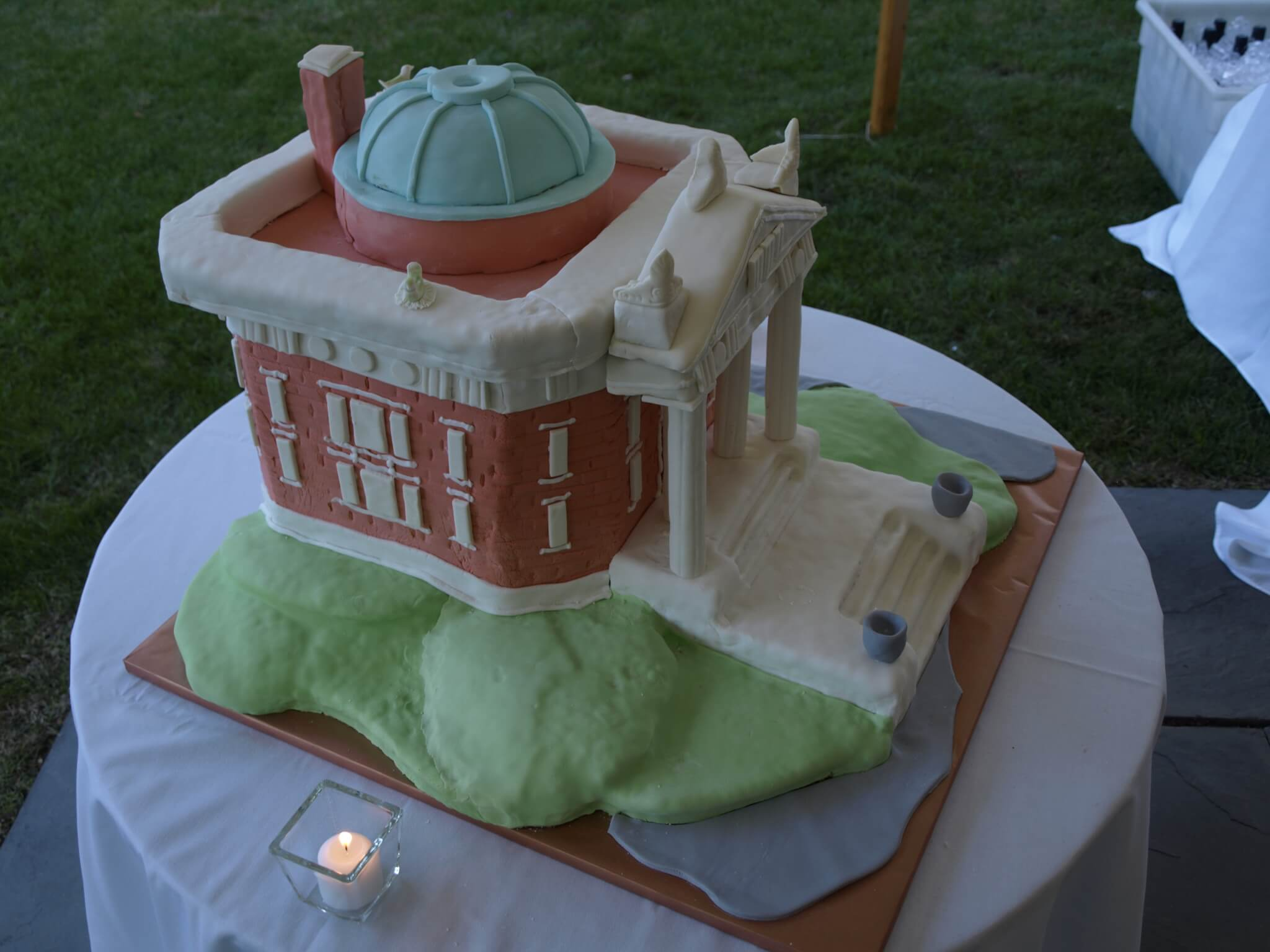 Birthday Cake replica of the John Jermain Memorial Library building.